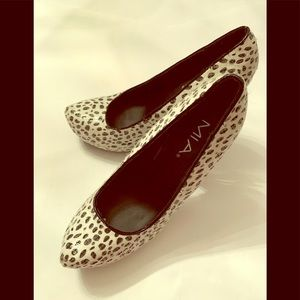 "Mia ""Mary"" Black and White Sparkling Shoes Size 9M"